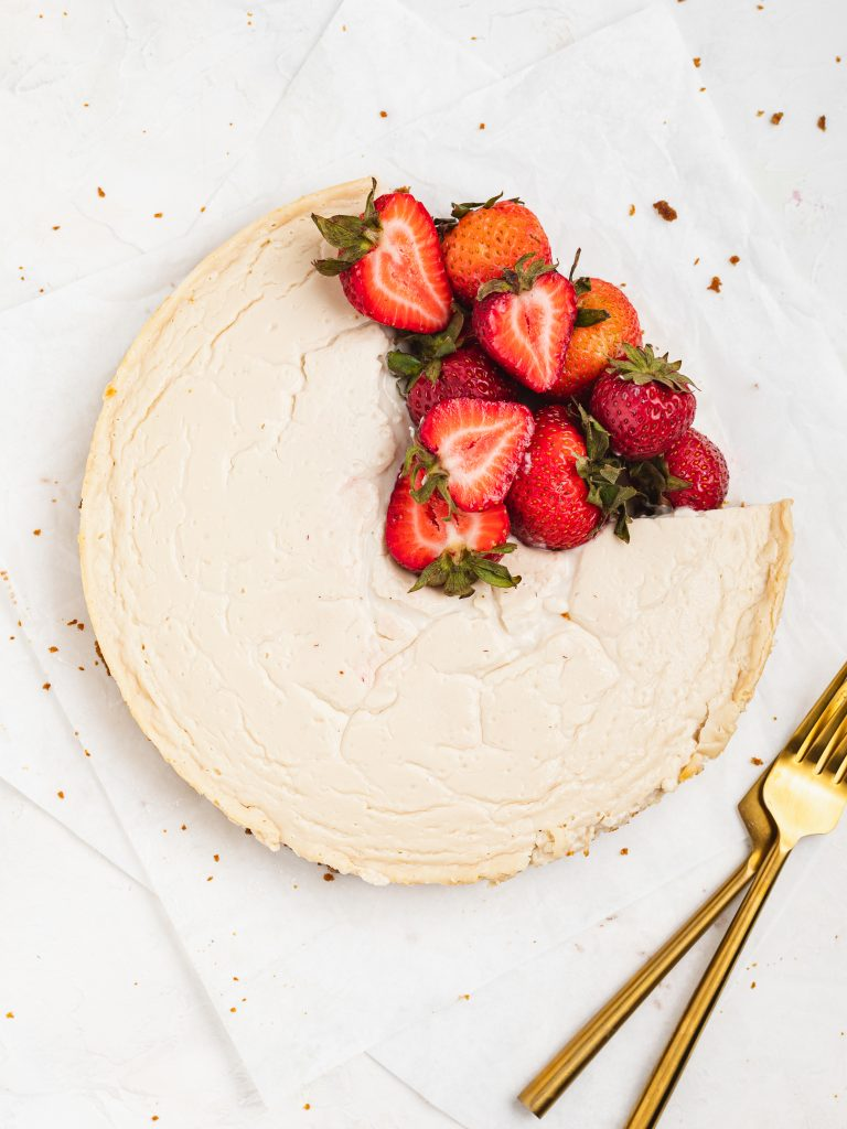 overhead image of healthy cheesecake with fresh strawberries